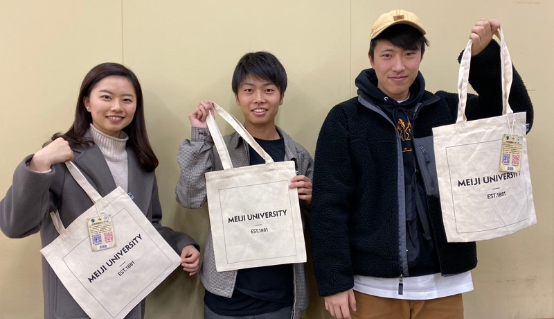 Meiji_bag_with_students